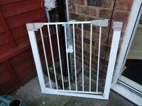 lindam stair gate with all fittings ready to go
