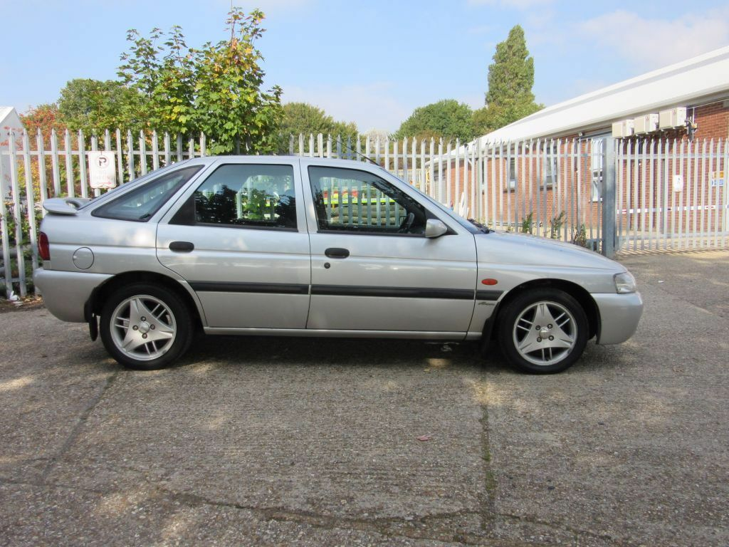 1999 Ford Escort 1.6 Finesse 97k Full history 5 speed manual mot july 2016  Cheap car