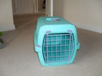 Cat carrying crate - Rigid plastic finish. Washable. Ideal for vet visits or when in the car