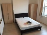 ****** AMAZING DOUBLE ROOM IN WHITECHAPEL ******** ZONE 2 ********** READY TO MOVE IN **********