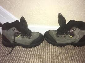 Men's size:7 new steel toe cap work boots
