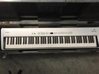 Roland fp4 piano & flight case