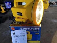 Rechargeable, halogen spotlight