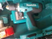 Makita Cordless 18 volt Inc 2 Batteries
