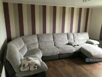 2 bedroom flat in Mastrick Road, Aberdeen, AB16 (2 bed) (#1052744)