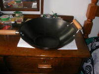 Large non-stick wok for family / parties