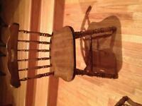 Dining table and 4 chairs in excellent condition