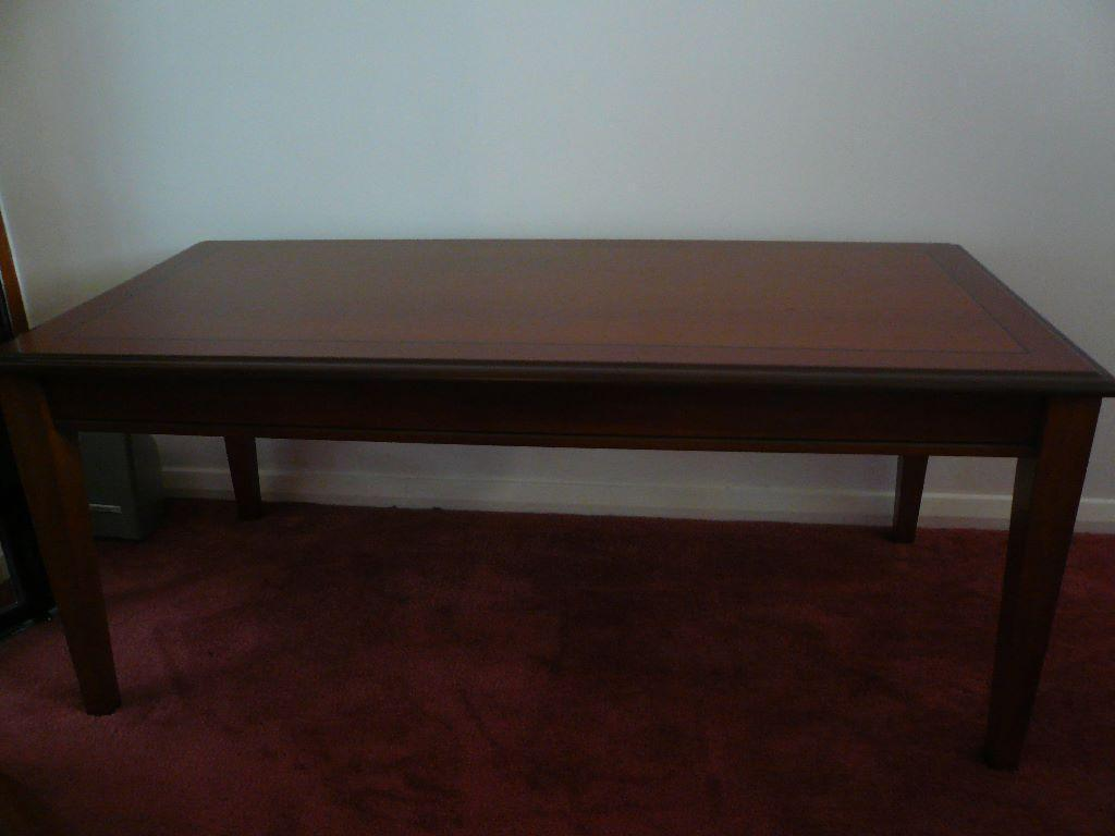 Morris windsor coffee table reduced for quick sale for Coffee tables gumtree