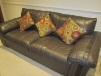 3-SEATER LEATHER SOFA BROWN COLOUR,VERY GOOD CONDITION,BOUGHT FROM DFS