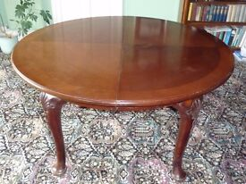 Vintage Extending Mahogany Dining Table