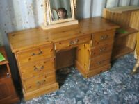 ORNATE SOLID PINE 7 DRAWER DRESSING TABLE / DESK. STURDY PIECE. VIEWING/DELIVERY AVAILABLE