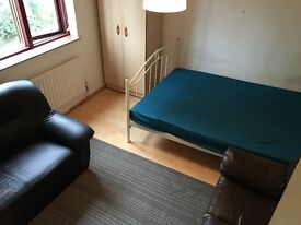 4 Large Bright Rooms in House with Garden Lewisham Shopping Centre 5 mins Walk