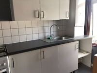 One bedroom Flat top of shop with rear entrance- 850 pcm