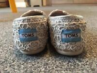 Girls toms size 1