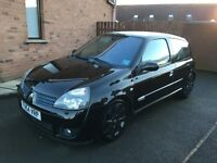 Renault Clio 2.0 16V 182 for sale (both cup packs)