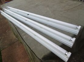 THREE FLUORESCENT LIGHT FITTINGS WITH TUBES