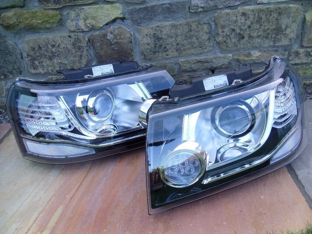 'Freelander 2'a Pair of Headlights with DRLs from 13MY