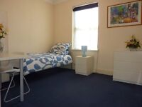 Wood green N22 furnished room 1 min from tube/bus/shops £130 per week