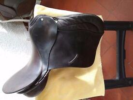 17ins Sabre English saddle. M/MW.