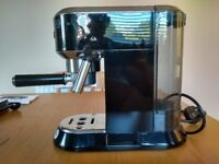 De'Longhi EC680 Coffee Machine , black and chrome, in very good condition