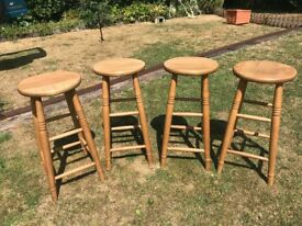 4 very solid pine kitchen stools