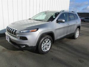 2016 Jeep Cherokee North 4X4 V6 only 2 Left
