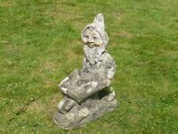 VINTAGE HEAVY OLD GARDEN GNOME WITH WHEEL BARROW GARDEN ORNAMENT 35cm TALL