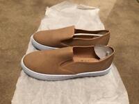 Avon leisure comfy shoes size 5