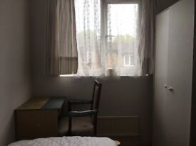 Large double room to rent in a Shared House. Close to city centre.