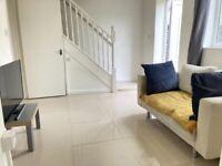 House 3Bed 3Shower 2WC Sitting Room Separate EatInKitchen Door Garden Drive VeryNearTubeBusShopsPark