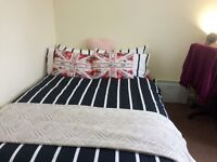 Double bedroom in Broomhouse for short term let GBP130 pw