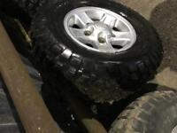 5x BFG MUD TERRAIN TYRES and genuine Land Rover alloys