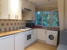 Large studio flat in Golders Green to rent