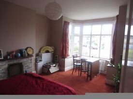 Double Bedroom in a 3bed Semi-detached House