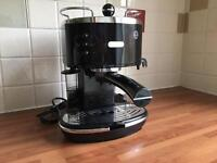 DeLonghi Vintage Icona coffee machine black