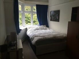 Lovely Double room 5 mins town centre Asda University shops Parking shared flat busses Lansdowne