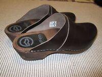 MENS BROWN LEATHER TOFFEIN CLOGS