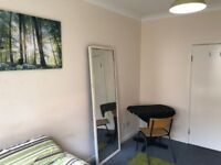 DOUBLE ROOM IN FLAT SHARE TOWN CENTRE ALL BILLS INC