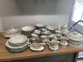 90 pieces of Johnston's most widely collected Eternal Beau dinner set