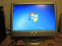 HP 20 inch widescreen LCD monitor with DVI and VGA input for sale