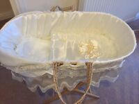 Moses basket inc. mattress and fitted sheets