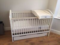 Mamas and Papas Cot Bed set in good condition