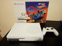 Xbox One S 500GB + Accesories - MINT CONDITION