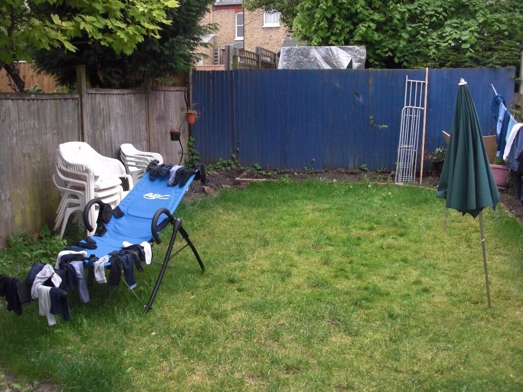 2 BED FLAT LOCATED 10 MINS AWAY FROM BRIXTON. FIRST TO SEE WILL TAKE OFFERS ACCEPTED