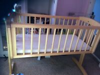 Swinging crib / cot