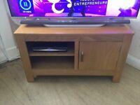 OAK TV UNIT & x2 MATCHING SIDE TABLES
