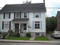 ATTN STUDENTS: ALL-INCLUSIVE 4 BD NEAR QUEENS! 1-462 Barrie St