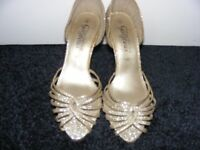 Gold Glitter Shoes Size 3. Only Worn Once.