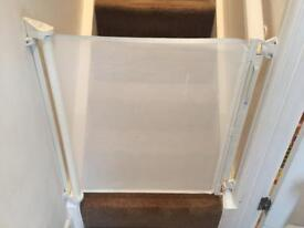 Stair gate lascal x2 retractable
