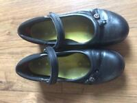 Clarks 2 and 1/2 E
